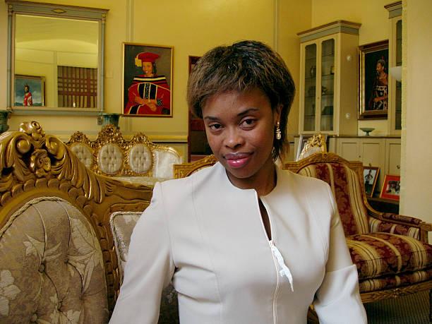 Первая леди Свазиленда - Инхосикати ЛаМбикиза