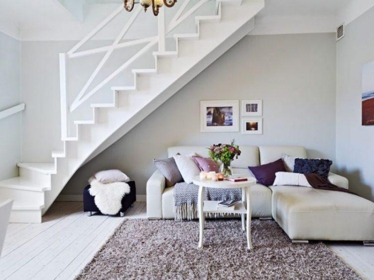 креативное пространство под лестницей