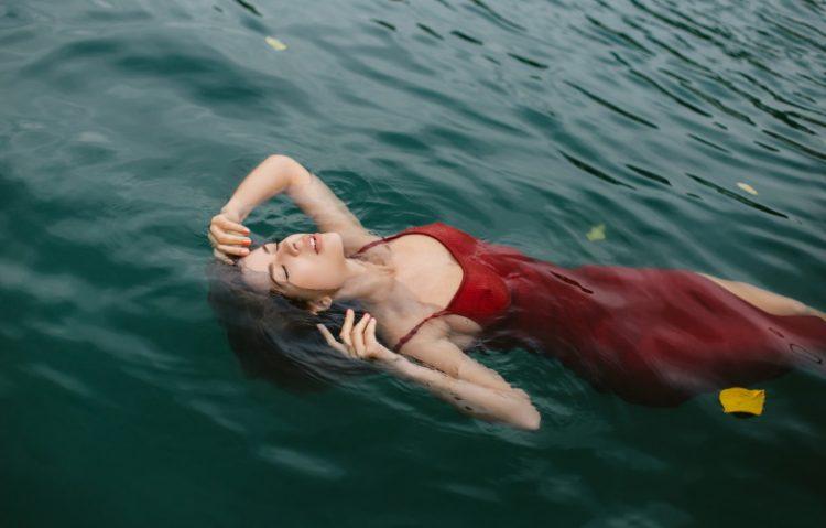 Девушки и вода, 30 нежных фото