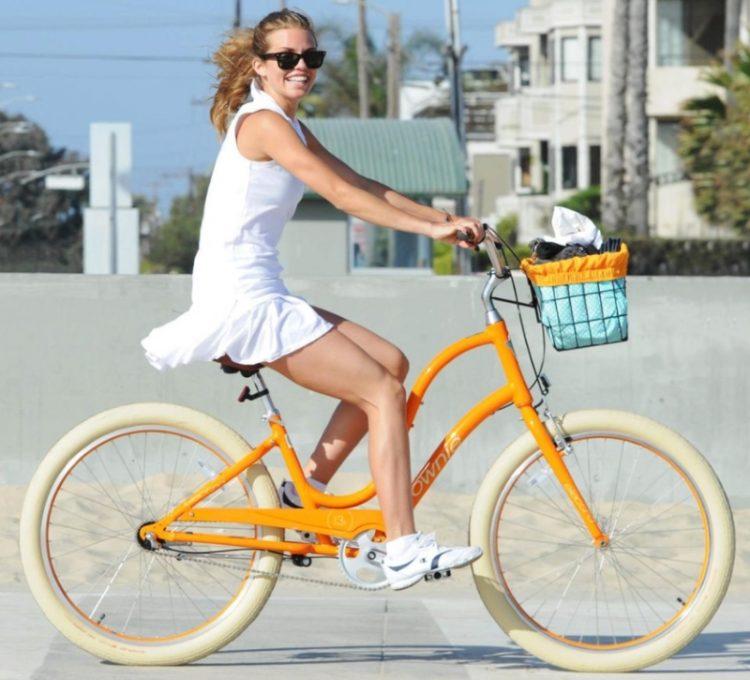 znamenitosti na velosipedakh_AnnaLynne McCord
