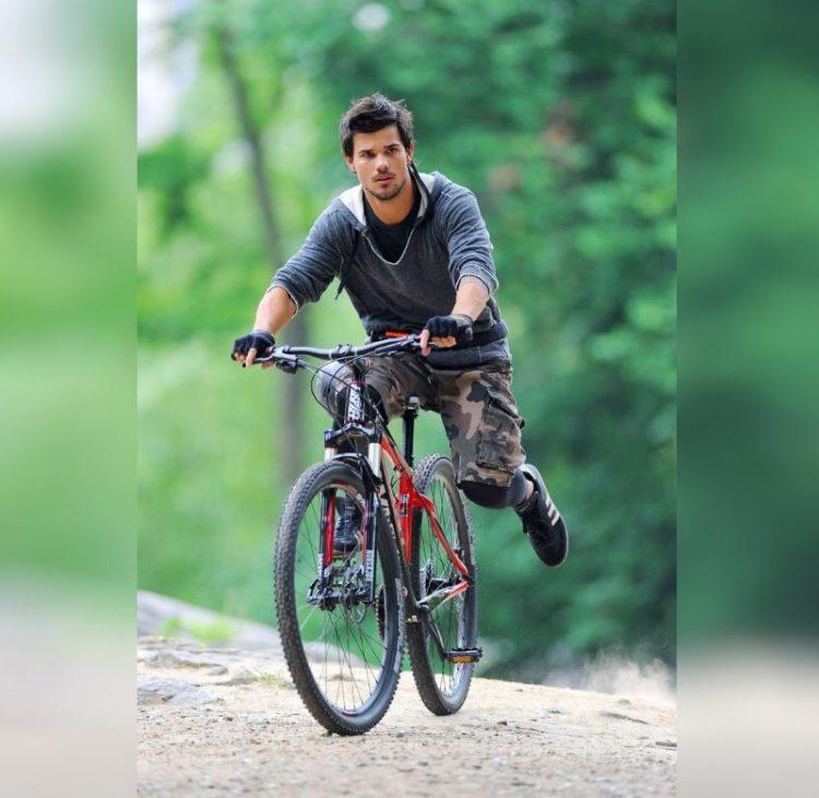 znamenitosti na velosipedakh_Taylor Lautner