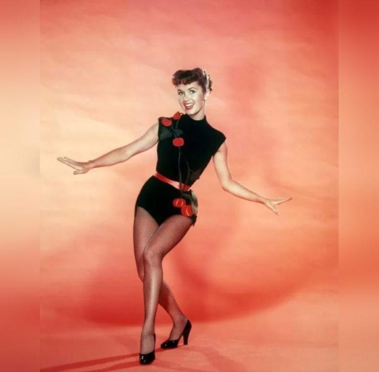 Debbie Reynolds_Дэбби Рейнольдс_krasavitsy zolotoy ery Gollivuda v chulkakh