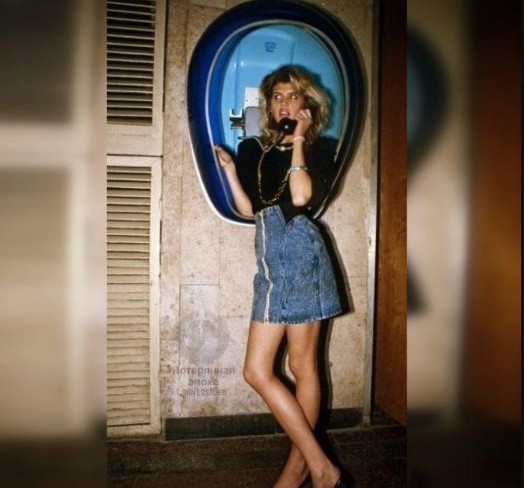 Атмосферные фотографии девушек 90-х, которые переносят в Россию тех времен